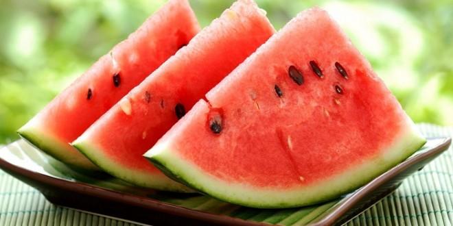 عُمان تعيد لإيران أطنانا من البطيخ لاحتوائه على مبيدات حشرية