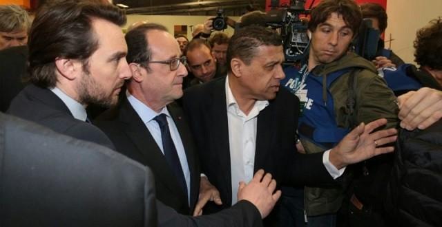 François Hollande face aux éleveurs au Salon de l'Agriculture de Paris