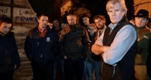 Plusieurs dizaines d'éleveurs en colère ont manifesté dimanche 21 février devant le domicile du ministre de l'agriculture Stéphane Le Foll au Mans et à proximité de celui du ministre de la Défense