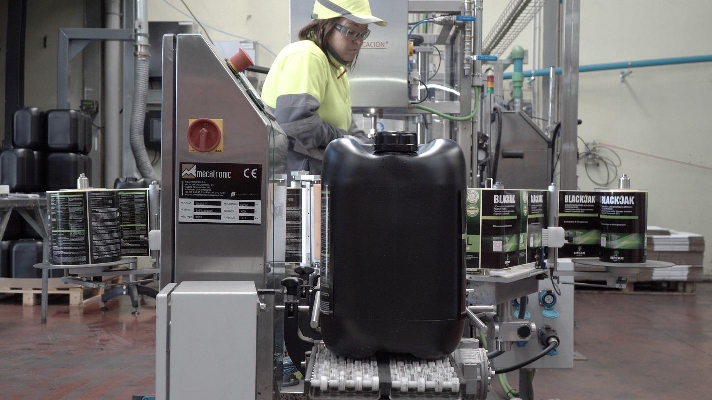 Ligne de production de Blackjak à l'usine SIPCAM