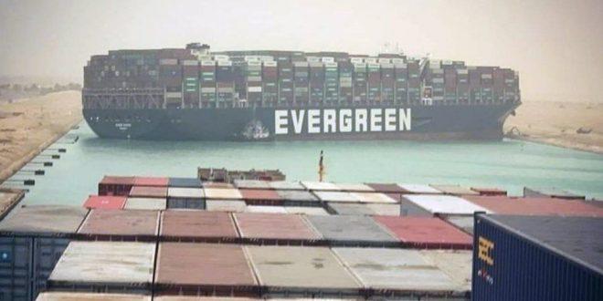 Le Canal de Suez bloqué par un très grand porte-conteneurs échoué