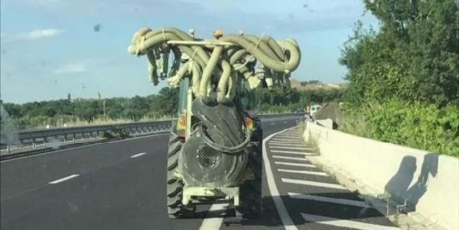 Un agriculteur prend l'autoroute avec son tracteur